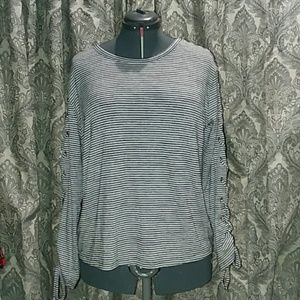 Gap black and white stripped long sleeve shirt